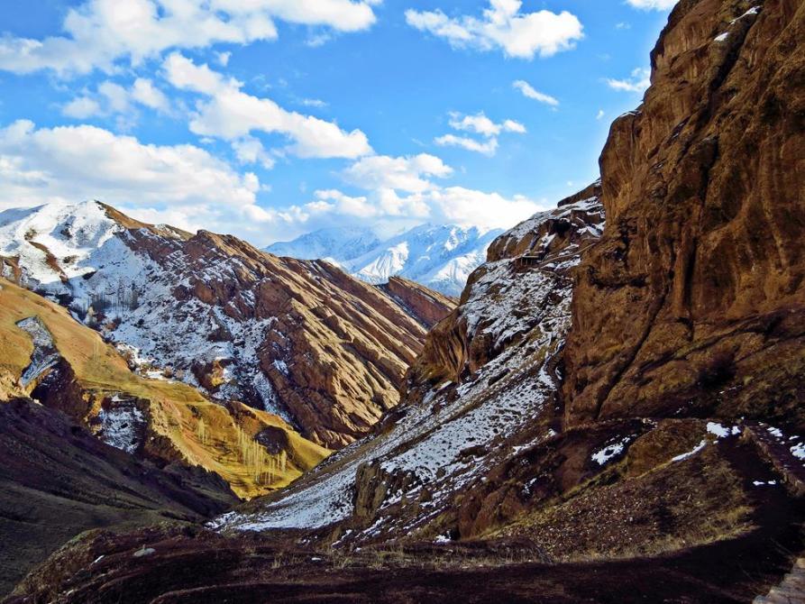 frostige Berge im Alamut Tal