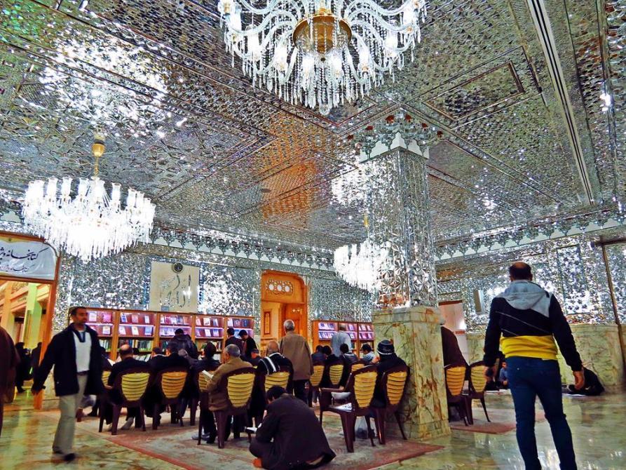 Moschee als kulturelles Zentrum und Bibliothek für Religionsfragen