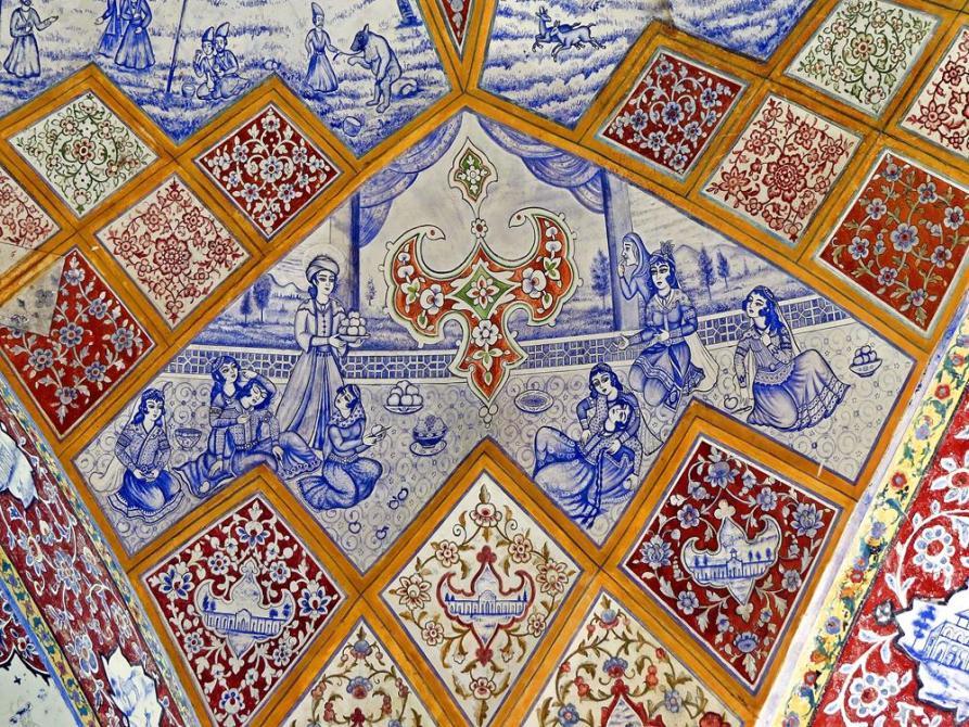 blaue Deckenzeichnungen