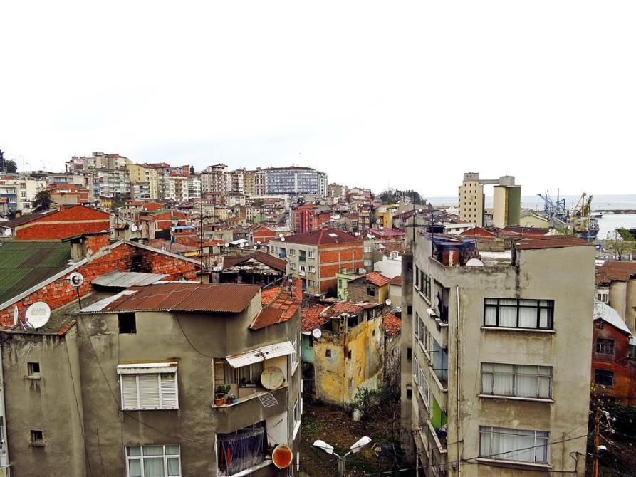 Blick aus der CS-WG über die Dächer Trabzons