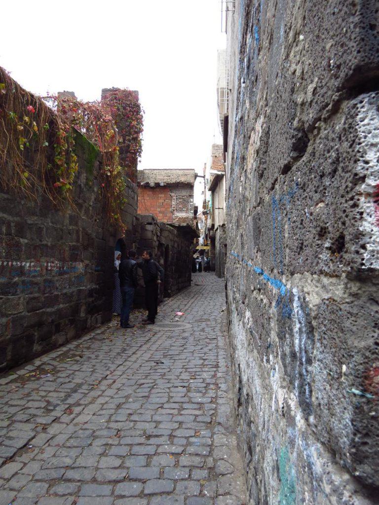 düstere Basaltgassen der Altstadt, Diyarbakır