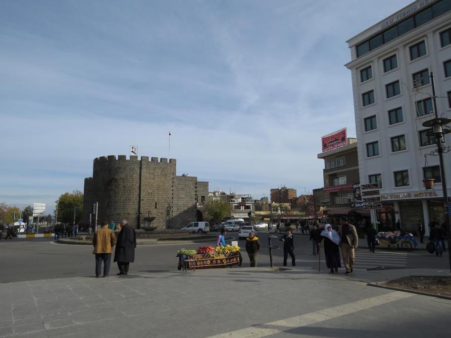 Blick auf die Altstadtmauer von Diyarbakır