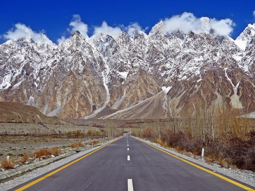 Bergkette Passu Cones und Karakorum Highway, Pakistan
