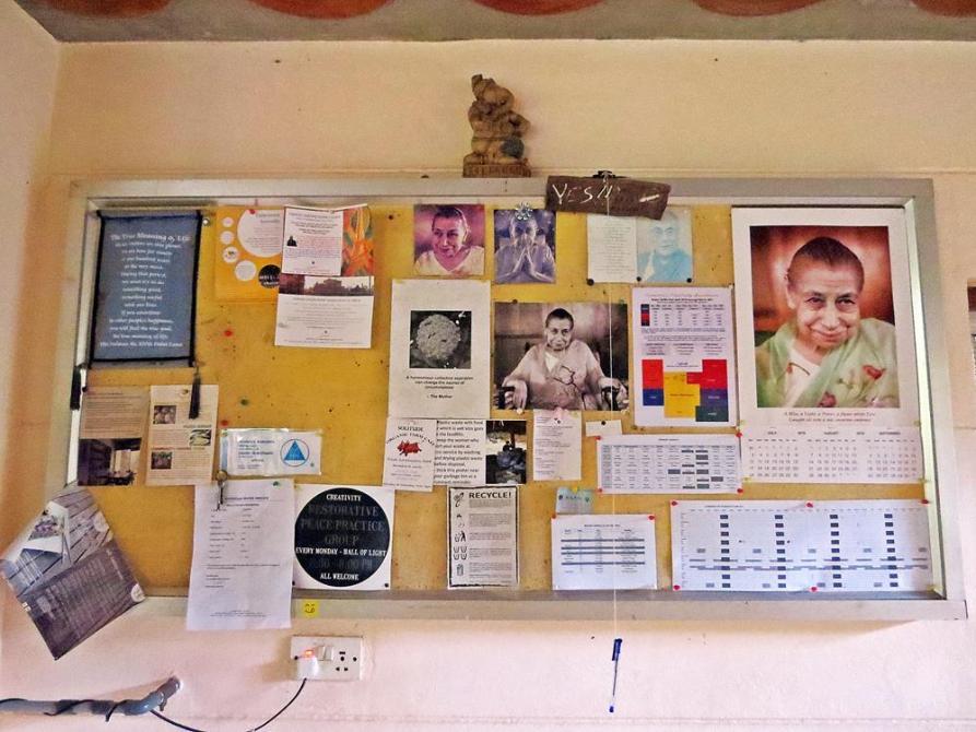 Pinnwand irgendwo in Auroville