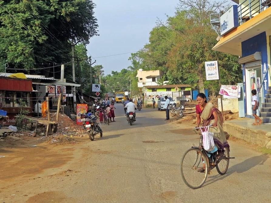 Straßen in Edianchavadi, einem von drei indischen Dörfern in Auroville