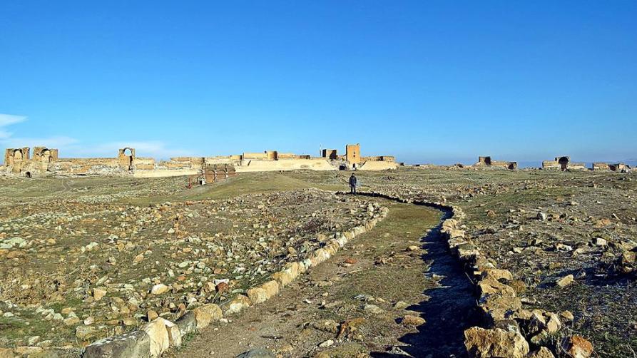 Wege und Stadtmauer, Ani, Türkei