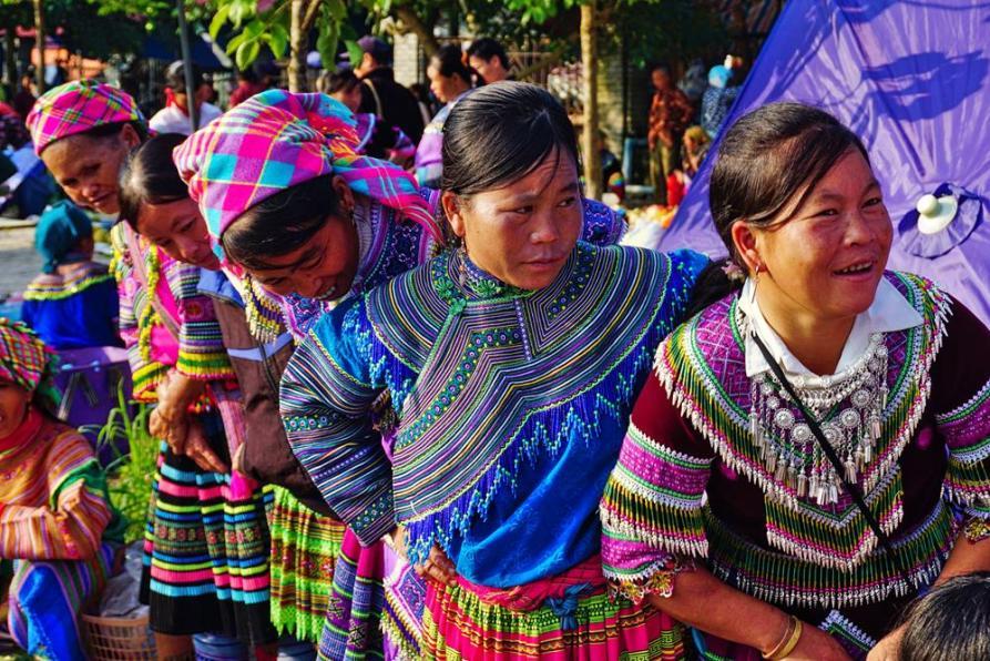 Blumen Hmong auf dem Sonntagsmarkt in Bac Ha
