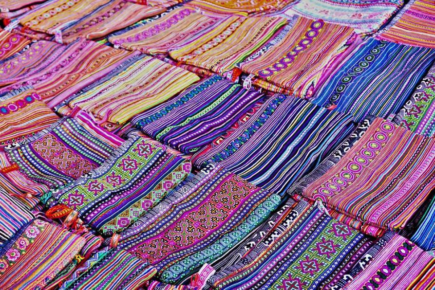 die bunten Stoffe der Blumen Hmong