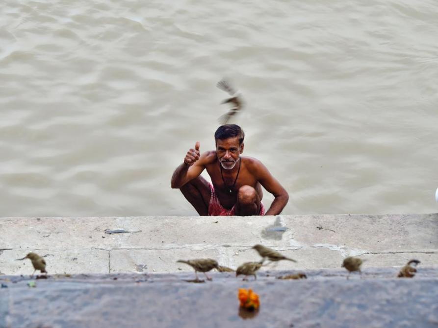 Badender Hindu im Ganges, Varanasi