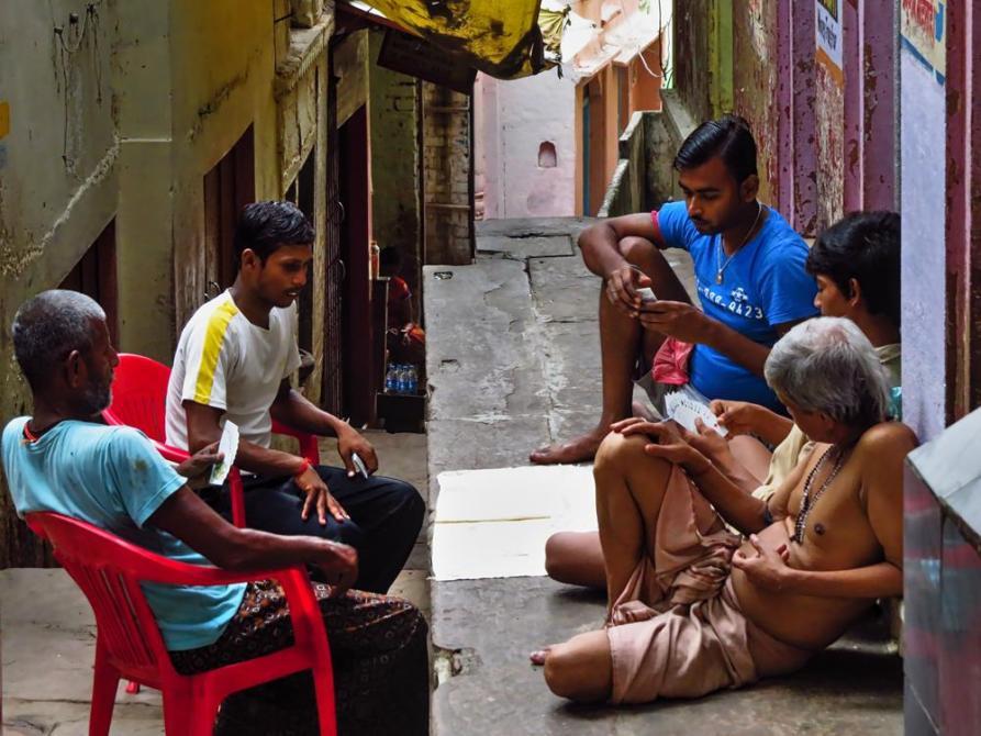 Kartenspieler in Varanasi