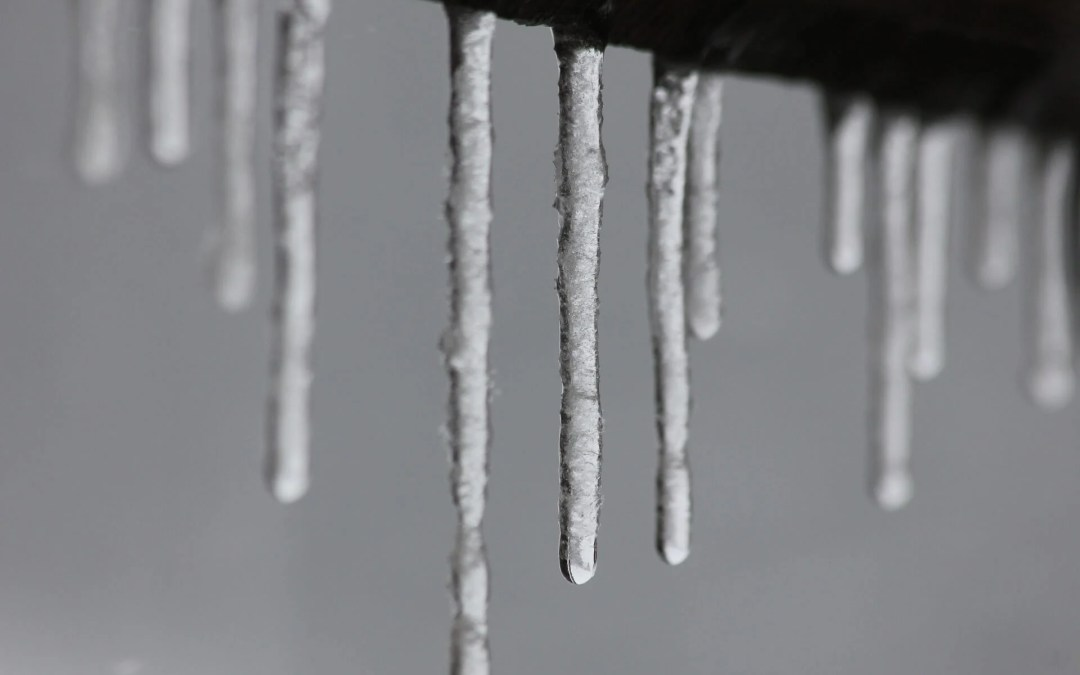 4 ways to prevent icicles on your eavestroughs