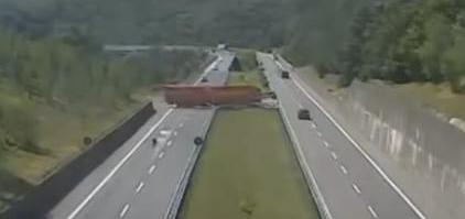 intoarcere pe autostrada a15 italia