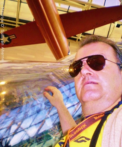 Mercury capsule below the Bell. Not easy this selfie from 18 inches beneath the neck