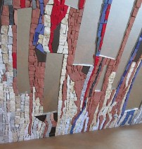 Dettaglio dello specchiRiflessi urbani-specchio a mosaico di Cecilia Giusti