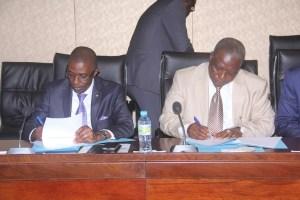De Gauche à droite, le ministre des Finances, Mohamed  Diarré et le ministre l Urbanisme, Louncény Camara