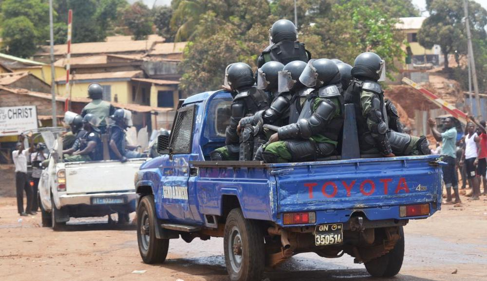 """Résultat de recherche d'images pour """"la ville de boké en feu par des manifestants"""""""