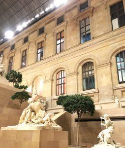 Parliamo del prezzo Louvre aperto il mercoledi e venerdi fino alle 9.30