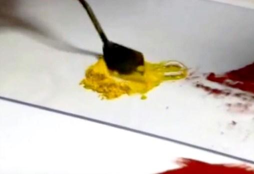 Pigments malaxés avec gomme arabique faire godets d'aquarelle. L'aquarelle est une technique de peinture à connaitre absolument