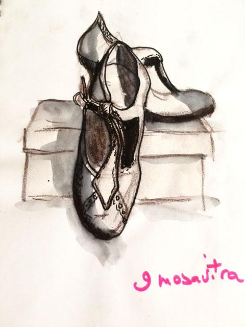 Avant de jeter des vieilles chaussures pour garder un souvenir, dessinez les dans un sketchbook