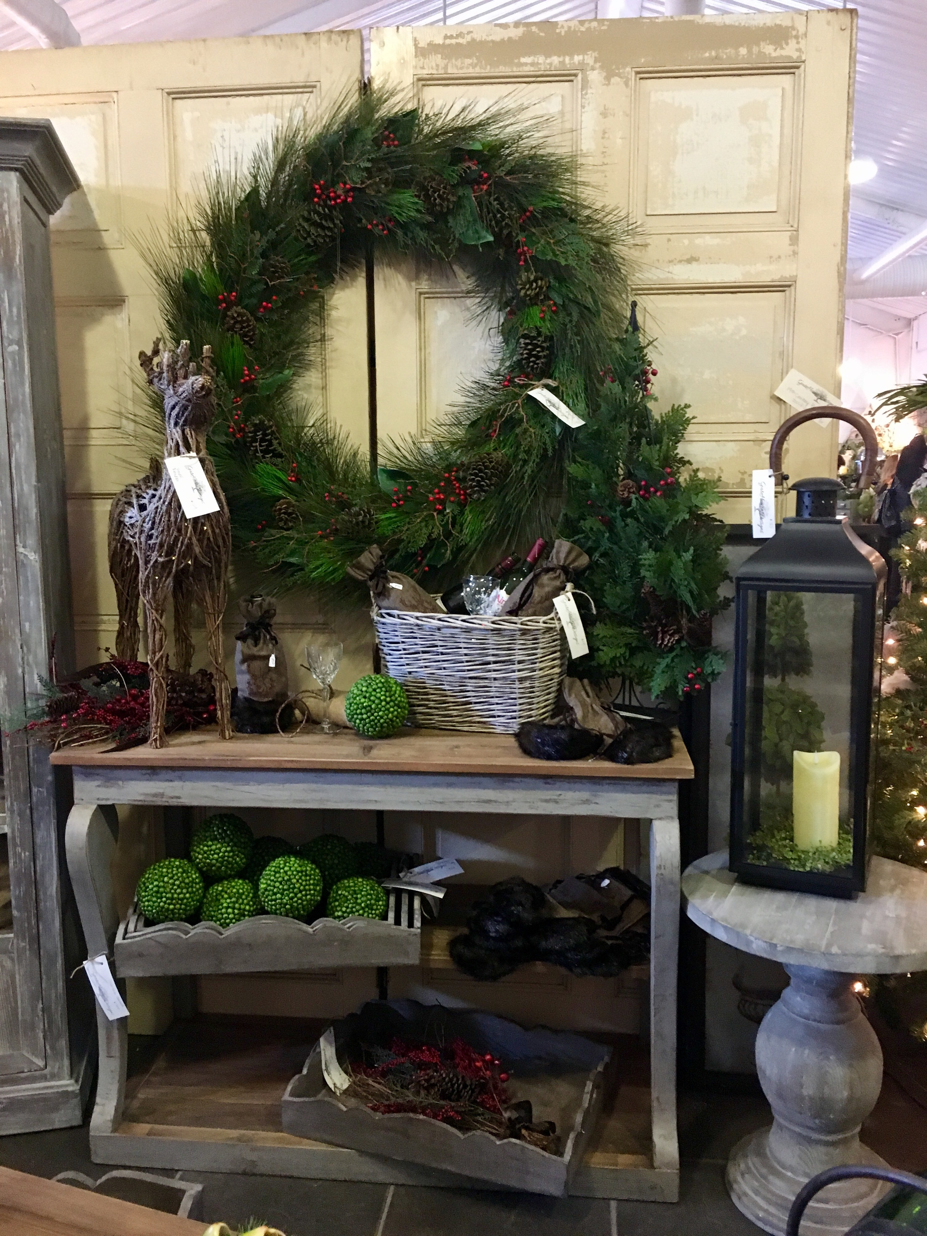 Christmas vintage decor shopping tour | Moscato Is My Mantra