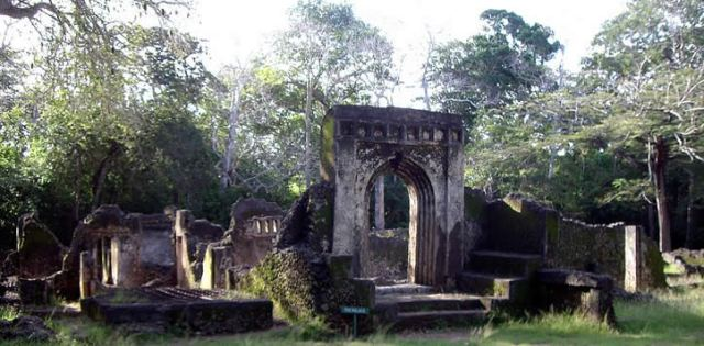 ruins of the ancient city of gedi picture