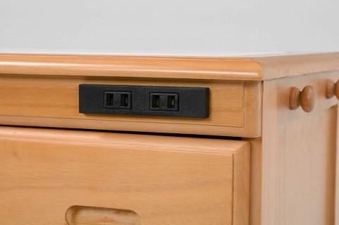 調理家電が使える、2口 コンセント付き。