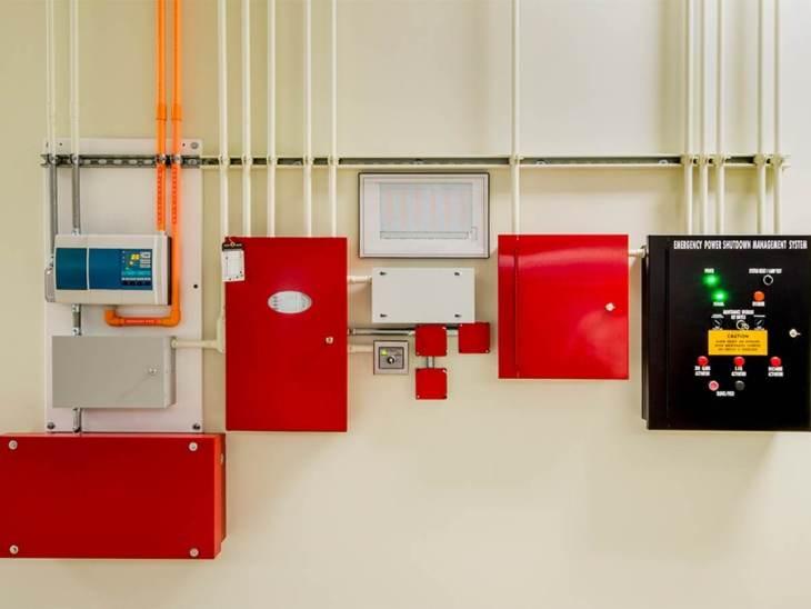 Выбор оборудования для системы сигнализации зависит от планировки здания, его класса функциональной опасности, категорий помещений.