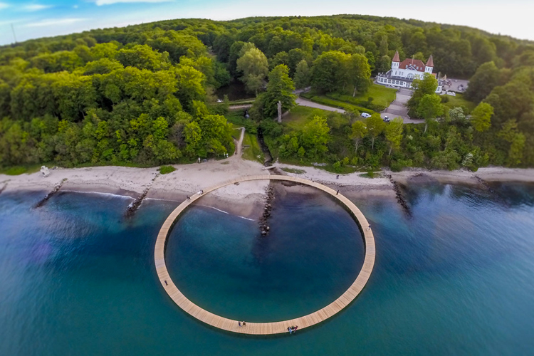 gjode-povlsgaard-arkitekter-installs-the-infinite-bridge-on-danish-coast-2