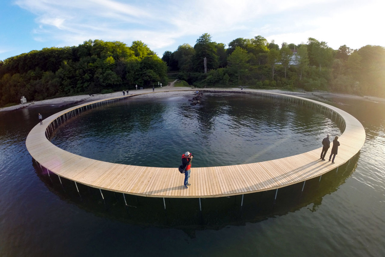 gjode-povlsgaard-arkitekter-installs-the-infinite-bridge-on-danish-coast-3
