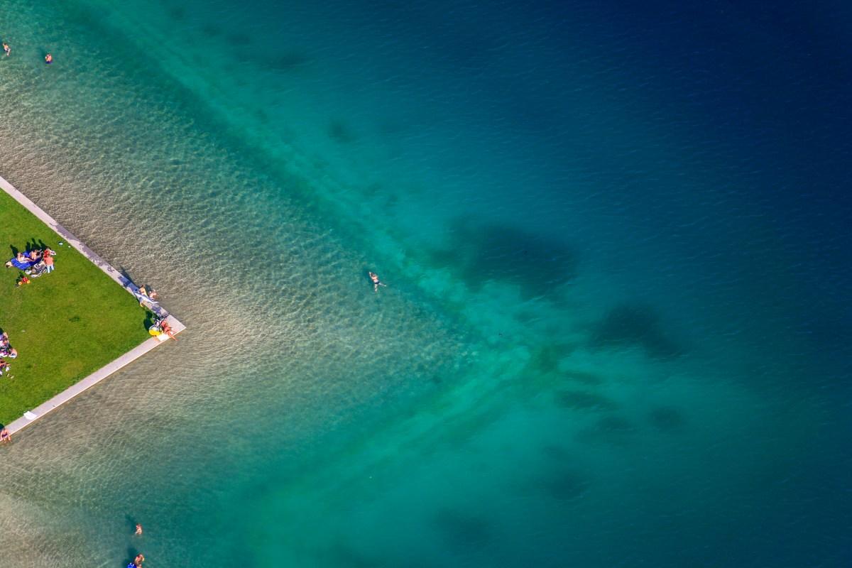 Luftaufnahme vom Badestrand am Riemer See