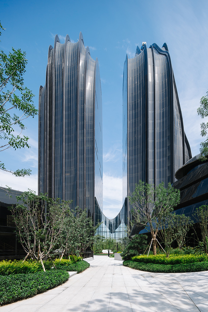 MAD-architects-chaoyang-park-plaza-moss and fog 5