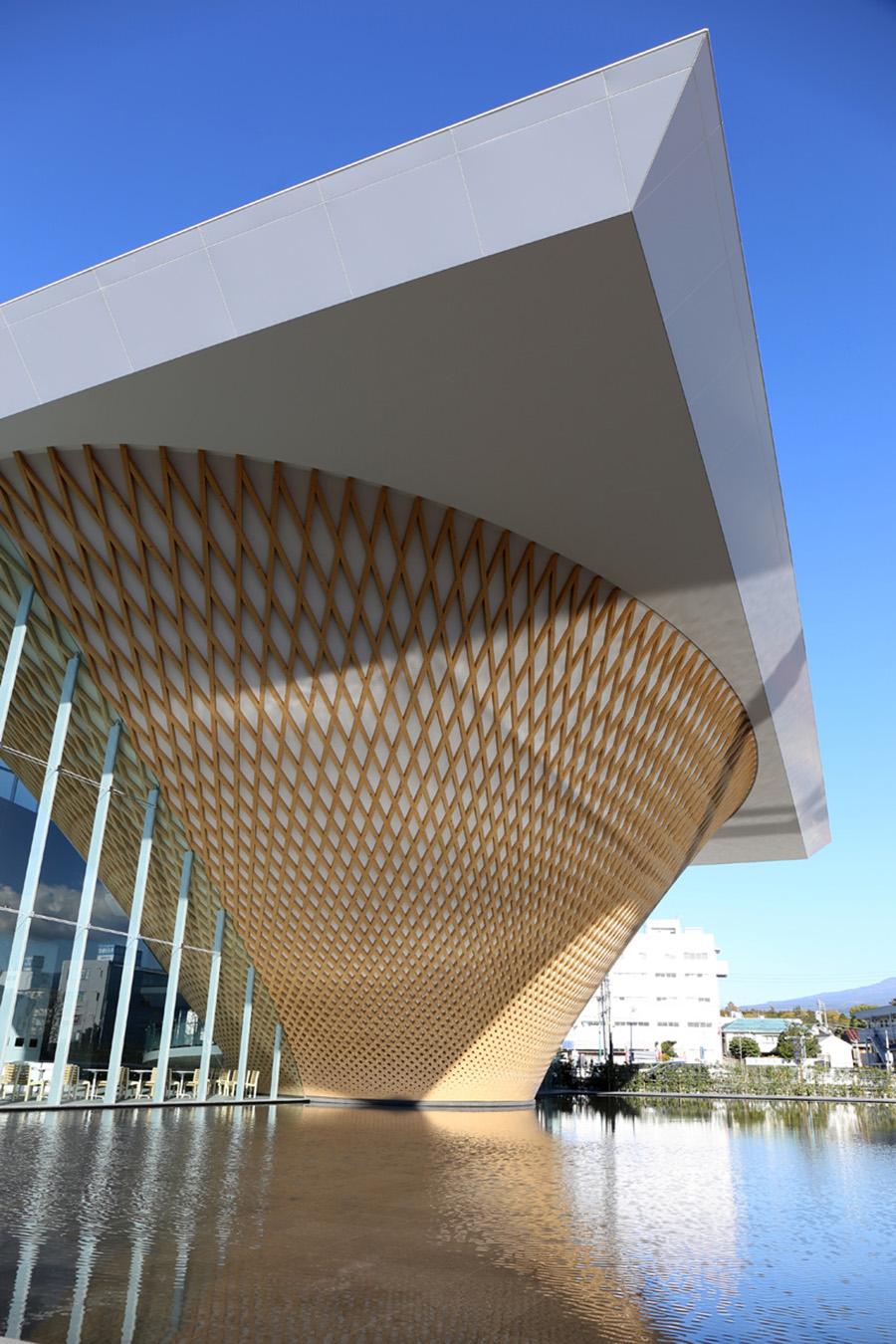 shigeru-ban-mt-fuji-world-heritage-centre-designboom-002