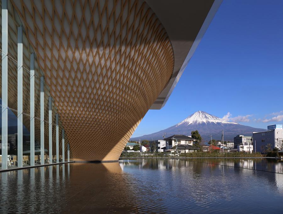 shigeru-ban-mt-fuji-world-heritage-centre-designboom-003