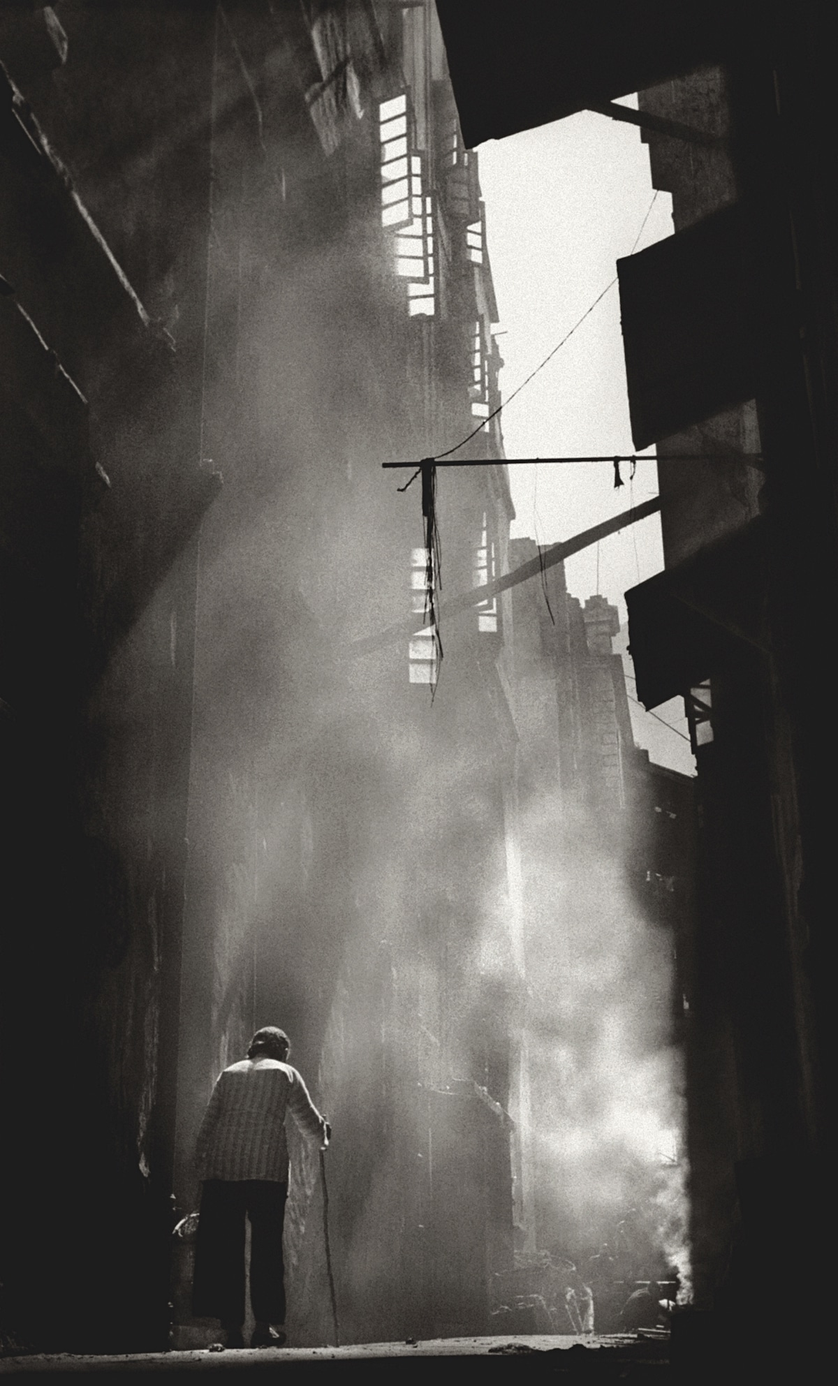 Fan-Ho-Mystic-Alley秘巷-Hong-Kong-1950s-and-60s-courtesy-of-Blue-Lotus-Gallery