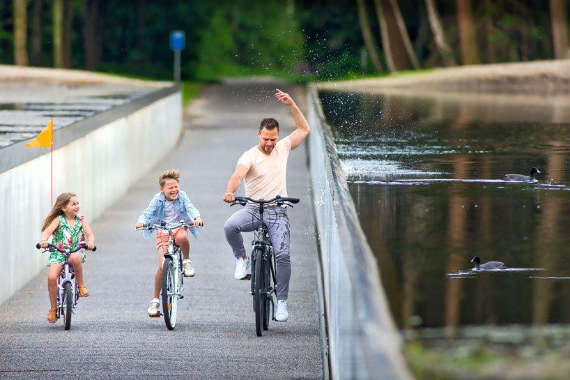 burolandschap-cycle-through-water-4