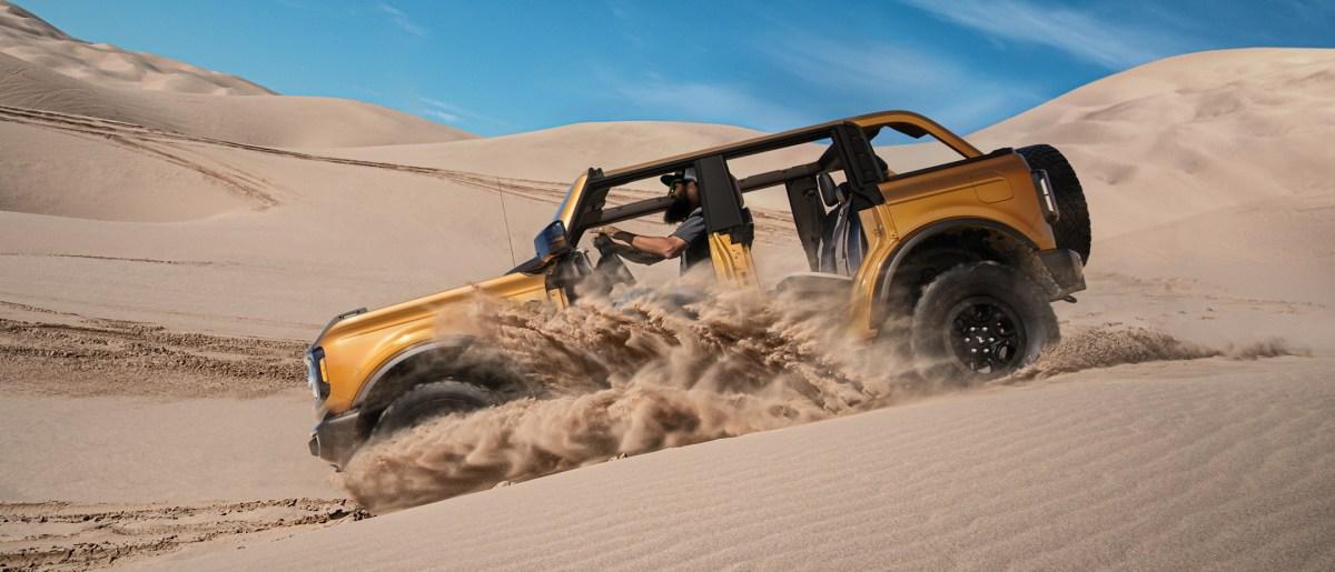 u725_fna_shot_024_49860_ext_profile_action_glamis_dunes.tif