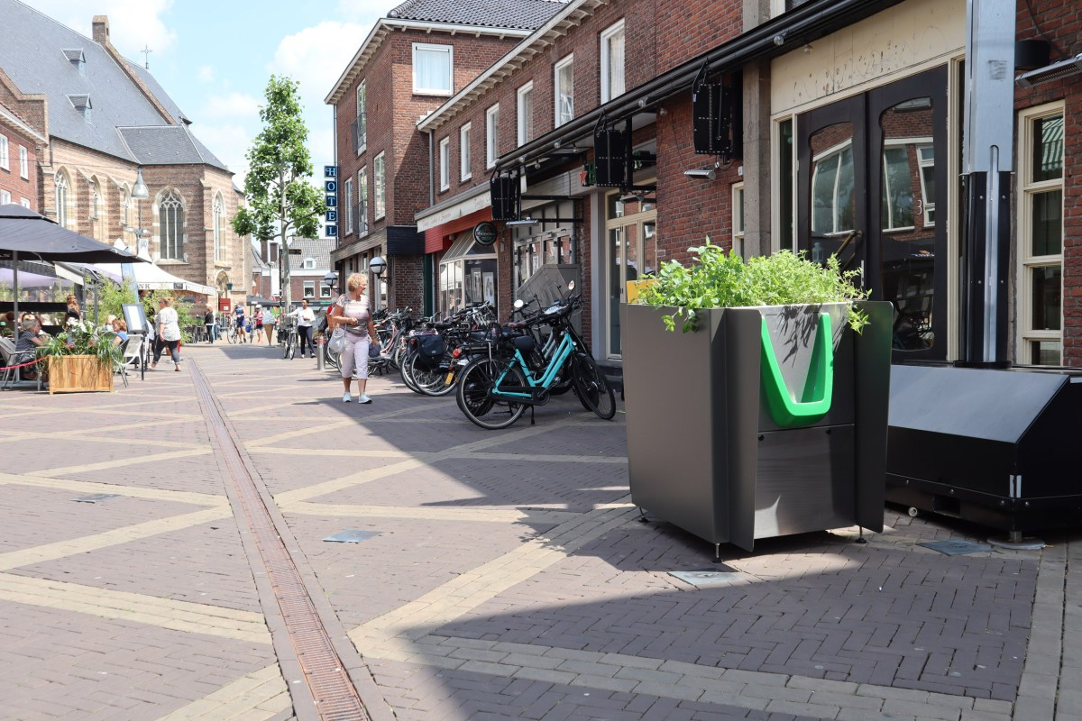 greenpee-sustainable-urinal-planters-amsterdam_moss_and_fog_2