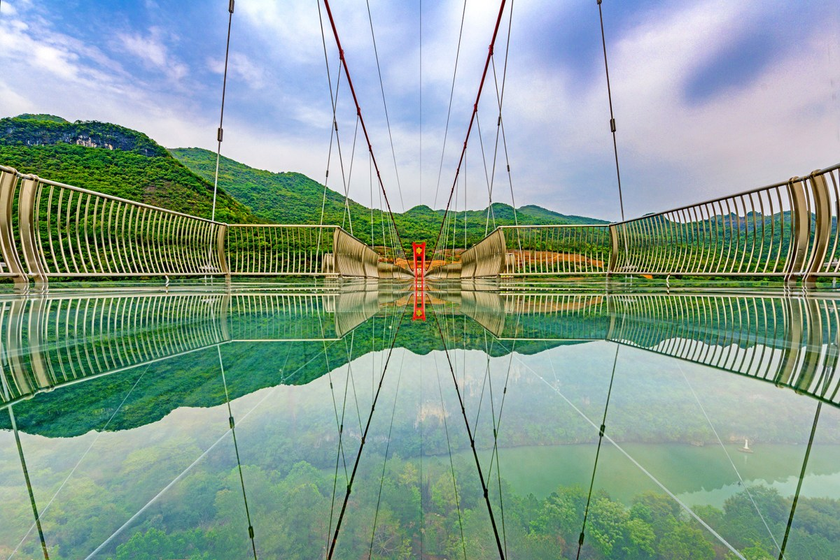worlds-longest-glass-bridge-moss-and-fog-6