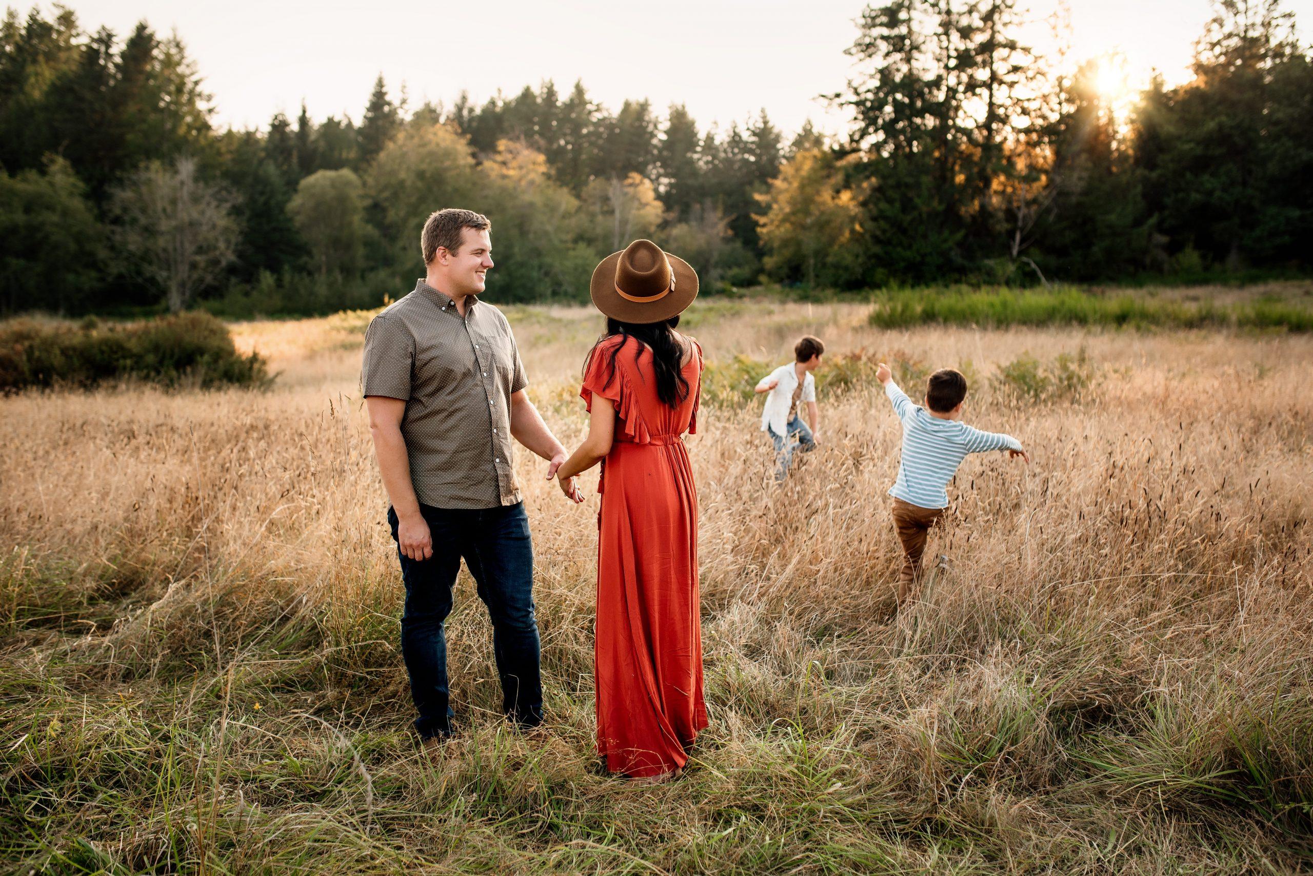 gig harbor family lifestyle photographer, outdoor family photos, affordable photography