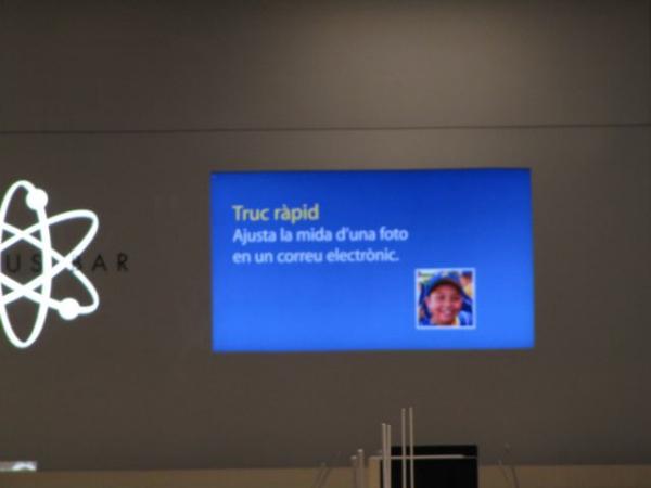 Català a l'Apple Store de La Maquinista