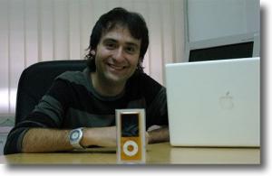 kinderbueno amb el seu iPod