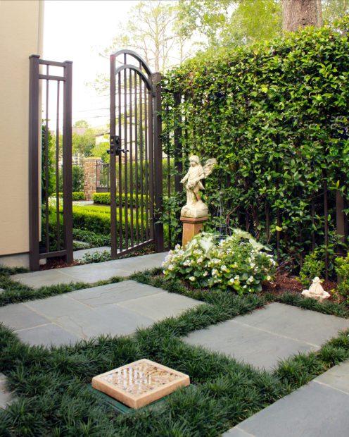 gate-statue