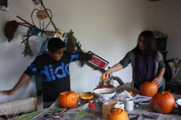 Nat and Gianni having fun at our pumpkin carving afternoon