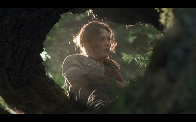 Image result for Jurassic Lost world tree log Sarah harding