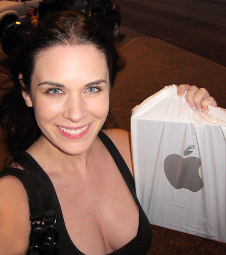 Getting my iPad 2 at the SXSW Apple Pop-up Store!
