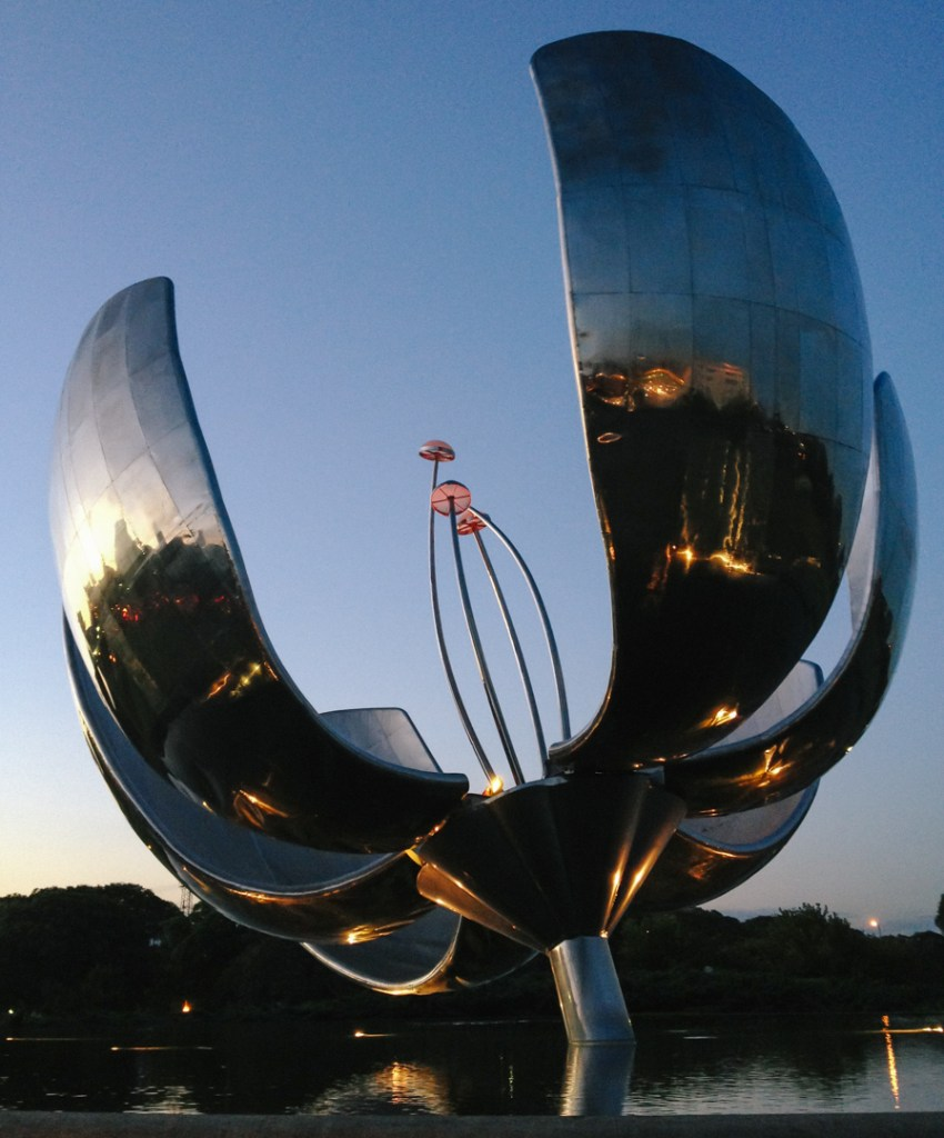 Floralis during blue hour