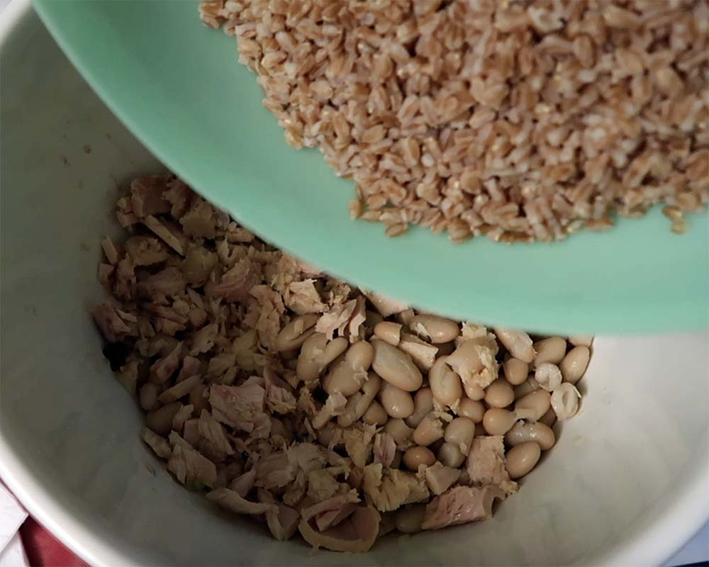 adding farro to salad ingredients