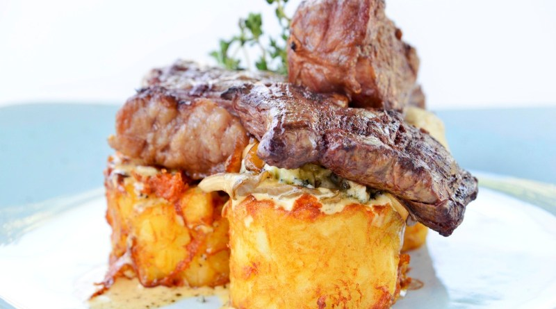 Trilogía de carnes en restaurante Ox