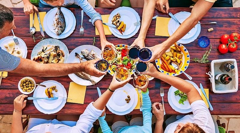 """""""Apoya a un Restaurante"""" se llama el movimiento liderado por Stella Artois para apoyar la venta de tickets en beneficio de restaurantes en todo el país"""