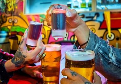 Deer & Beer es el maridaje que marca tendencia en bares de Europa. Fresco, versátil y muy helado, es la combinación de cerveza y Jägermeister